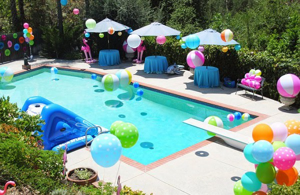 Come organizzare una festa in piscina for Idee per party in piscina